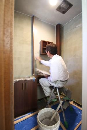トイレ 壁下塗り