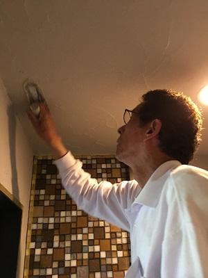 酸性白土塗り壁材深呼吸 (天井施工)
