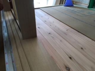 杉床材とタモ材の建具取合い